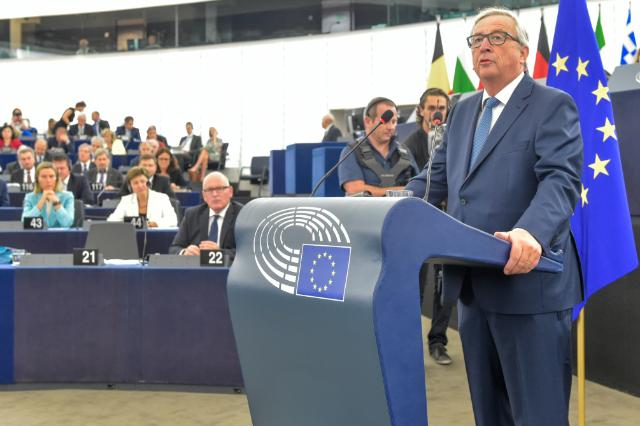 Jean-Claude Juncker presses for CETA