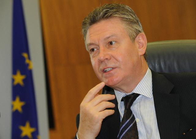 De Gucht: TTIP is dead