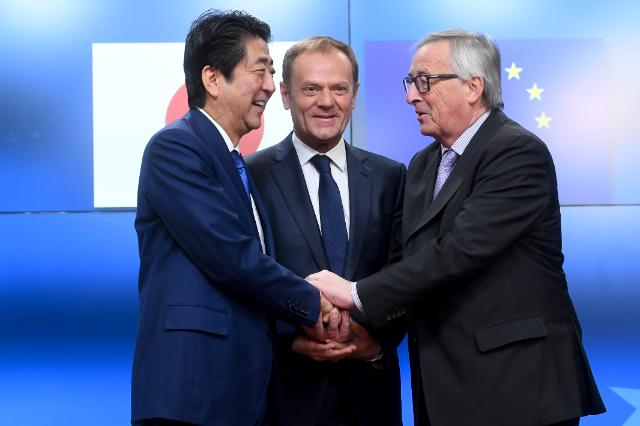 EU and Japan pledge to finalise trade deal – step up data cooperation