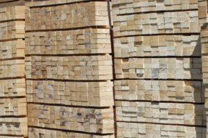 The EU considers that keeping in place since 2005 a permanent ban on exports of sawn wood violates the terms of the agreement